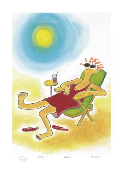 Dam som latar sig i solstol med en dricka